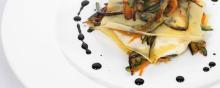 Raviolo Aperto con Asparagi e Fiori di Zucca ricetta