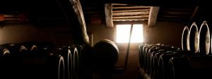antiche botti di legni pregiati per il lungo invecchiamento dell'Aceto Balsamico Tradizionale di Modena dell'Acetaia del Cristo